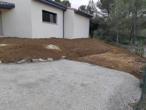 Vente et livraison de terre végétale pour aménagement extérieur à Sommières