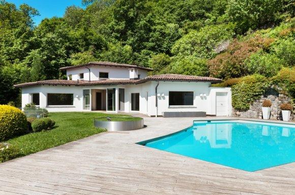 Entreprise professionnelle pour le terrassement d'unterrain pour une piscine Nîmes